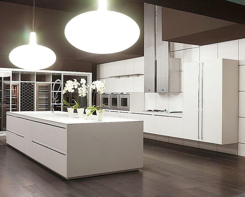 Симпатичная светлая кухня